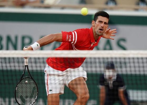 Em jogo de 4 horas, Djokovic vence Nadal por 3 sets a 1 e avança à final de Roland Garros
