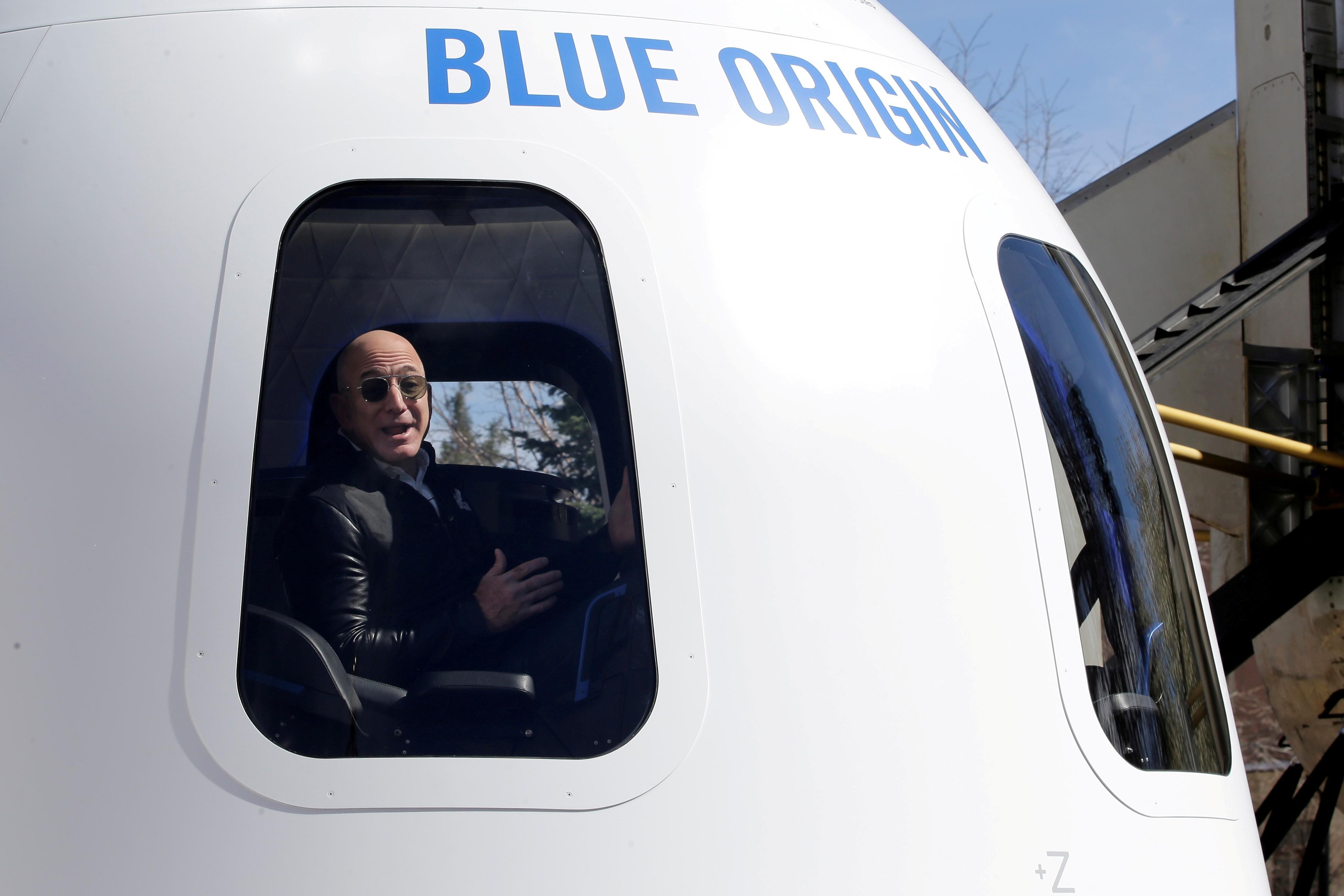 Milhares de pessoas assinam petição pedindo que Jeff Bezos não volte do espaço